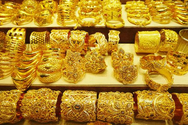 Gold price up Rs300 per tola