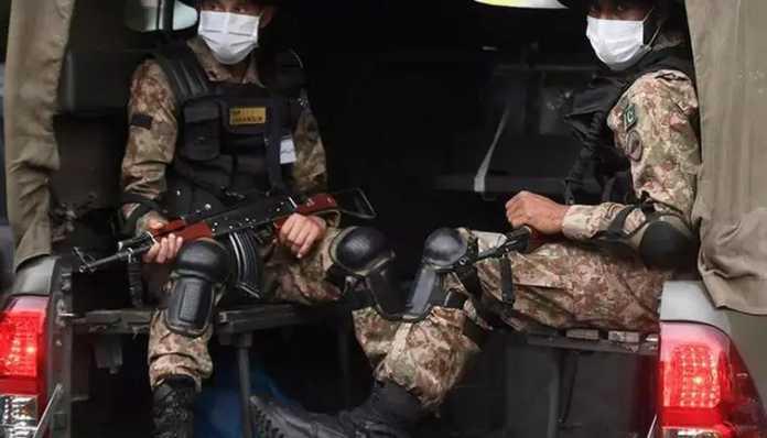Pak Army soldiers patrolling
