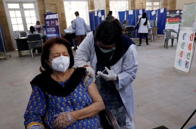 COVID-19: Pakistan crosses half a million daily vaccination doses' mark on Monday