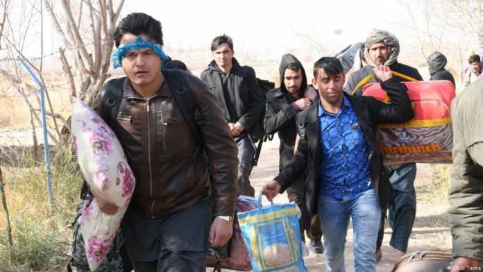 Pakistan deports over 200 Afghans